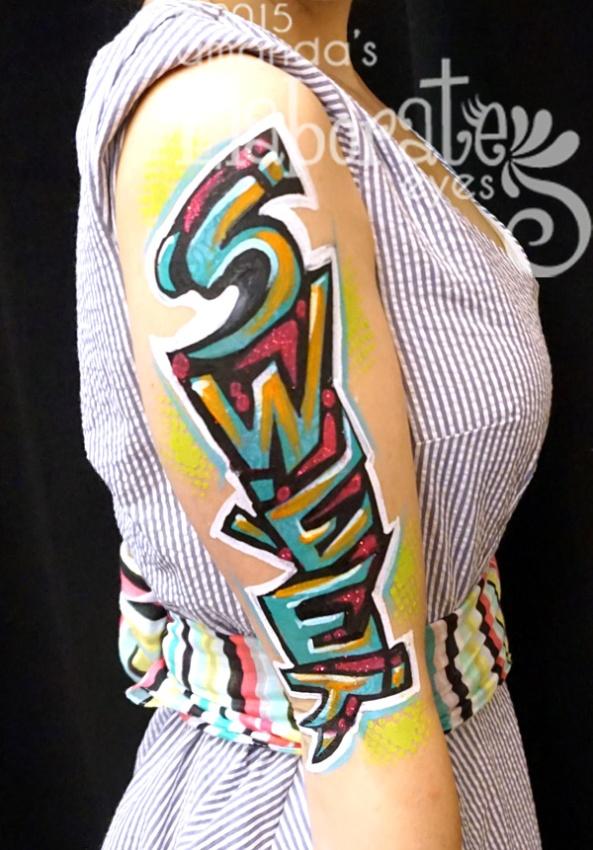 Awesome graffiti style body painting